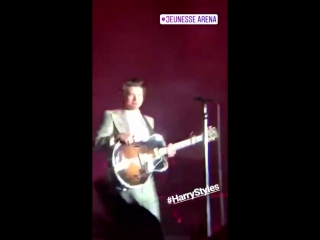 VIDEO Harry being the cutest baby in the world tonight in Brazil! 275 - PortalTracklist