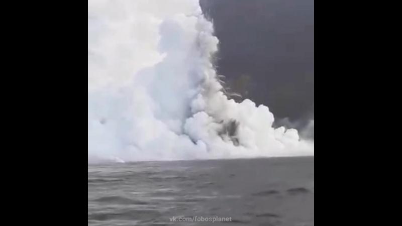 Извержение вулкана Ла-Кумбре (Фернандина) на островах Галапагос, 16 июня 2018.
