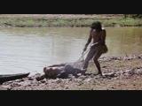 Дикарь насилует камнем белую девушку (абориген изнасиловал европейку, индеец насилует, ритуал изнасилования)