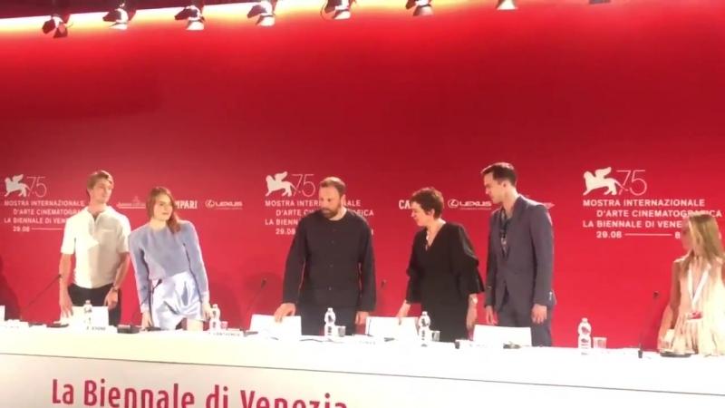 È iniziata la conferenza stampa di TheFavourite Venezia75 VeneziaBAD EmmaStone OliviaColeman NicholasHoult