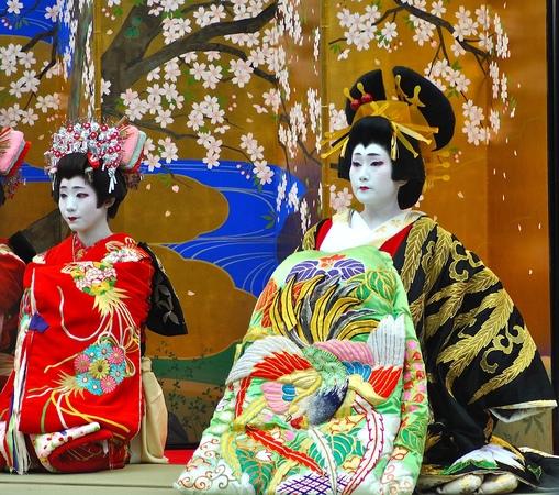 Oiran Dochu Matsuri - Japanese CourtesanGeisha Festival