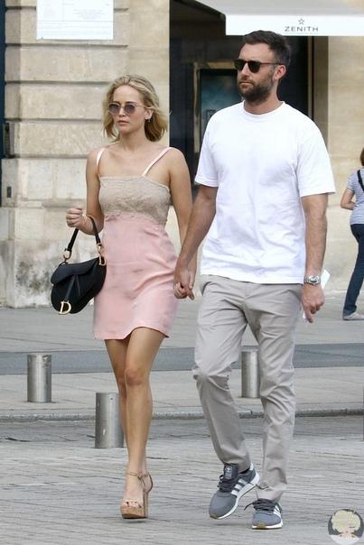 Официально: Дженнифер Лоуренс помолвлена с бойфрендом после 8 месяцев отношений