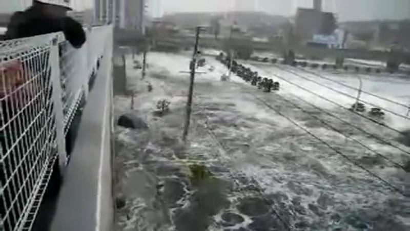 Цунами в Японии.Уникальное видео очевидцев.Март 2011-го.