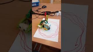 Детский центр робототехники Умник - спирограф рисует цветок