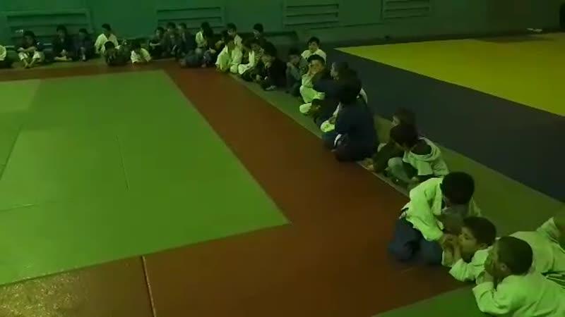 В МКДОУ ДЮСШ-2 Агульского района тренируются юные дзюдоисты. Это был день схваток. vestiagula.ru