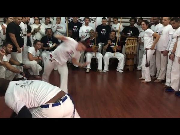 Professora Borrachinha Capoeira Vem mandingueiro