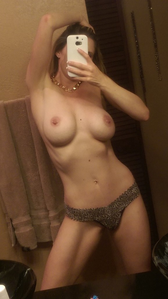 Privatepornmovies com a few nude lesbians