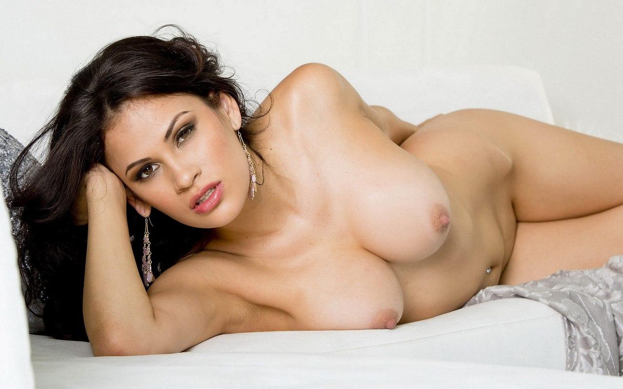Bikini boob pics free