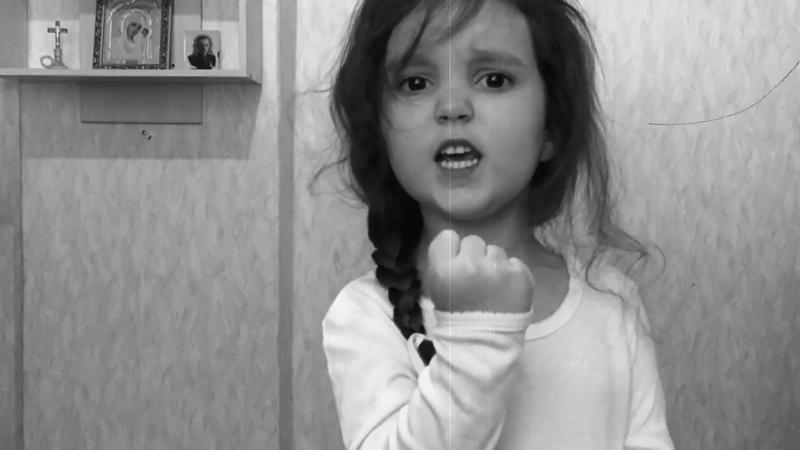 Маленькая девочка до слез поздравила с Днем Победы!