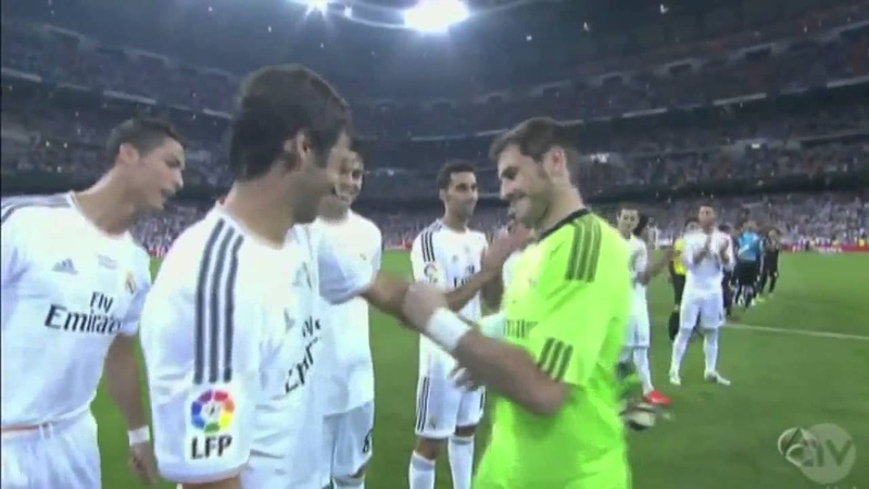 Iker Casillas Gives captain's armband to Raul 22 08 2013