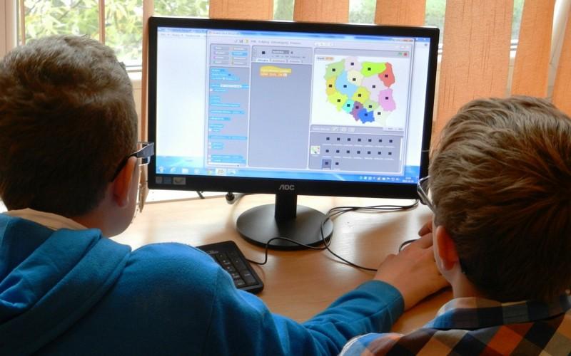 Не прошли проверку кабинеты информатики, которые находятся в 13 школах Брасовского района, сообщает пресс-служба прокуратуры Брянской области.