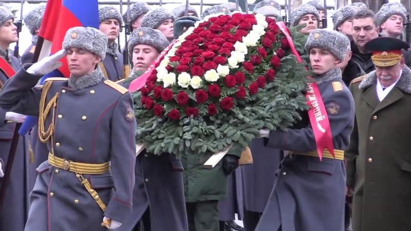 Возложение цветов в Александровском саду и на Манежной площади