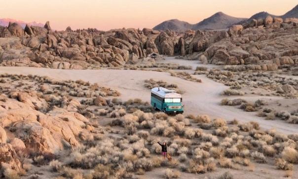 Продолжительное пребывание в тюремном автобусе вряд ли является мечтой для многих, однако оказалось, что даже из такого специфического транспортного средства можно сделать уютный жилой дом. Бен и Мег Пуарьер, увидев объявление о продаже Chevy B6P 1989 год