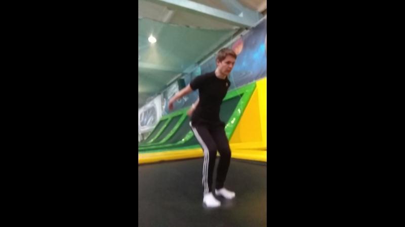 Фирменный прыжок Артема.
