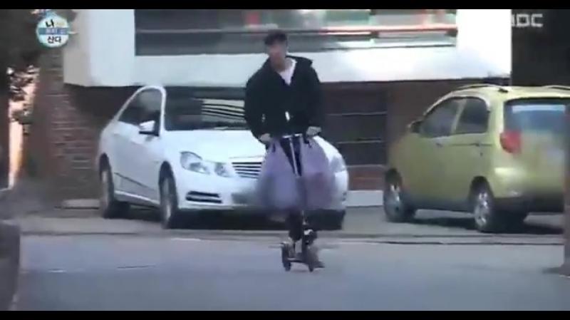 그 동방신기 유노윤호가 장 보고 집에 돌아오는 모습