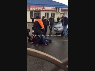 Сбили женщину возле центрального рынка на Мира 24 12 18 Армавир (ДТП)