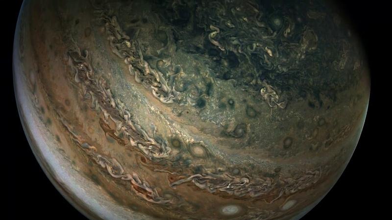 Fly-Around of Jupiter by NASAs Juno Spacecraft