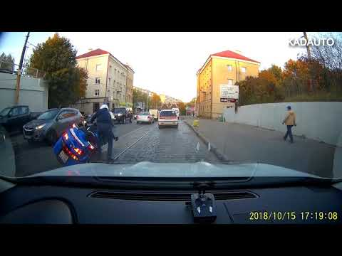 Мотоциклист на ул. Суворова в Калининграде. 15.10.18