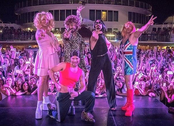 Backstreet Boys выступили в образе солисток Spice Girls под хит Wannabe