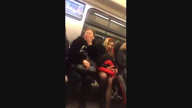 Богиня едет в метро! Ржал весь вагон
