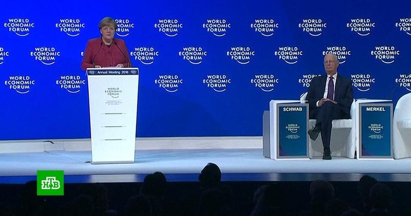 Меркель в Давосе пошутила о своем выходе на пенсию