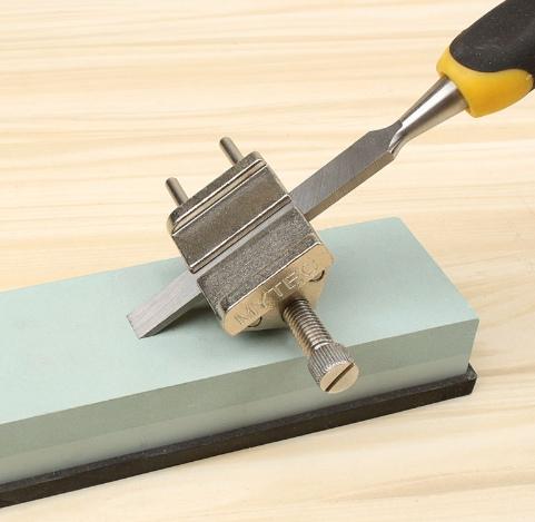 Приспособление для заточки инструментов под заданным углом