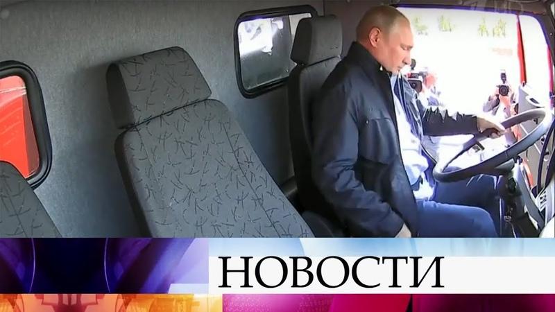 В.Путин за рулем КамАЗа проехал по Крымскому мосту - движение через Керченский пролив открыто.