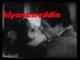 Türk filminde Türkan Şoray & İzzet Günay öpüşme sahnesi ve costar Sadri Alışıka yakalanma