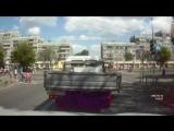 Шкода М135РР 174 не пропустила семью с коляской на переходе на зеленый свет