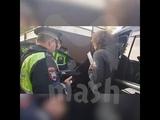 Тигиев общается с полицейскими