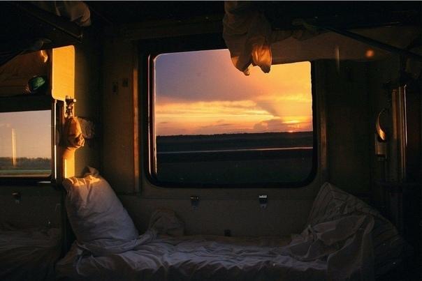 Если кратко. Если метафорично Я будто в поезде еду. Далеко еду. В вагоне, то есть. В плацкартном. Особо не мельтешу, попиваю чай из стаканов, которые в подстаканниках этих, знаменитых,