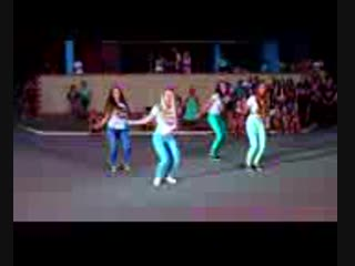 [v-s.mobi]Прикольный танец красивых девушек под крутую песню.3gp