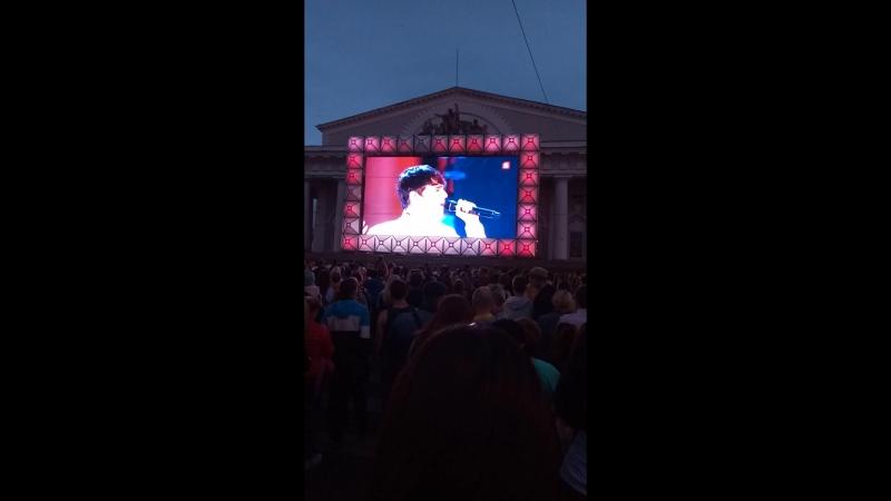 Концерт с дворцовой ,дублируют на улицах города...