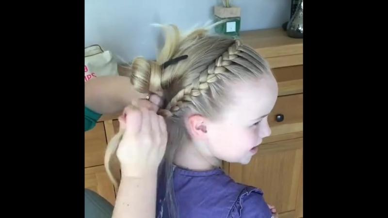 Причёска которая подойдет каждой девочке