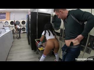camasır odasında sikiyor ensest porno