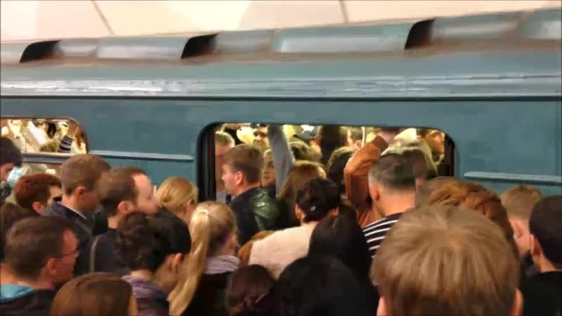 Давка в метро помогу на работу доехать