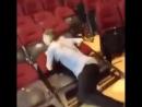 Эффект домино из стульев