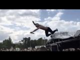 Lil Pump прыгает в толпу Stage diving [Рифмы и Панчи]