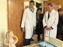 Евгений Куйвашев в День защиты детей навестил пациентов Областной детской клинической больницы №1