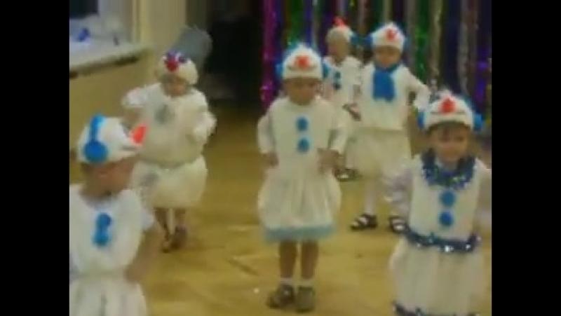 Когда на утреннике в детском саду все дети, как дети, а твой – Весёлый снеговик 😂😂🤣