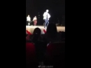IKON singing and Jinhwan dancing to BLACKPINKs Ddu Du Ddu Du Jinhwan and June also sings a bit of Forever Young 釜山金起伏