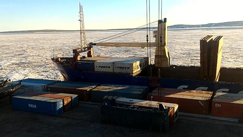Отлив, лёд гонит с рек, 3 стальных швартовых троса оборвало