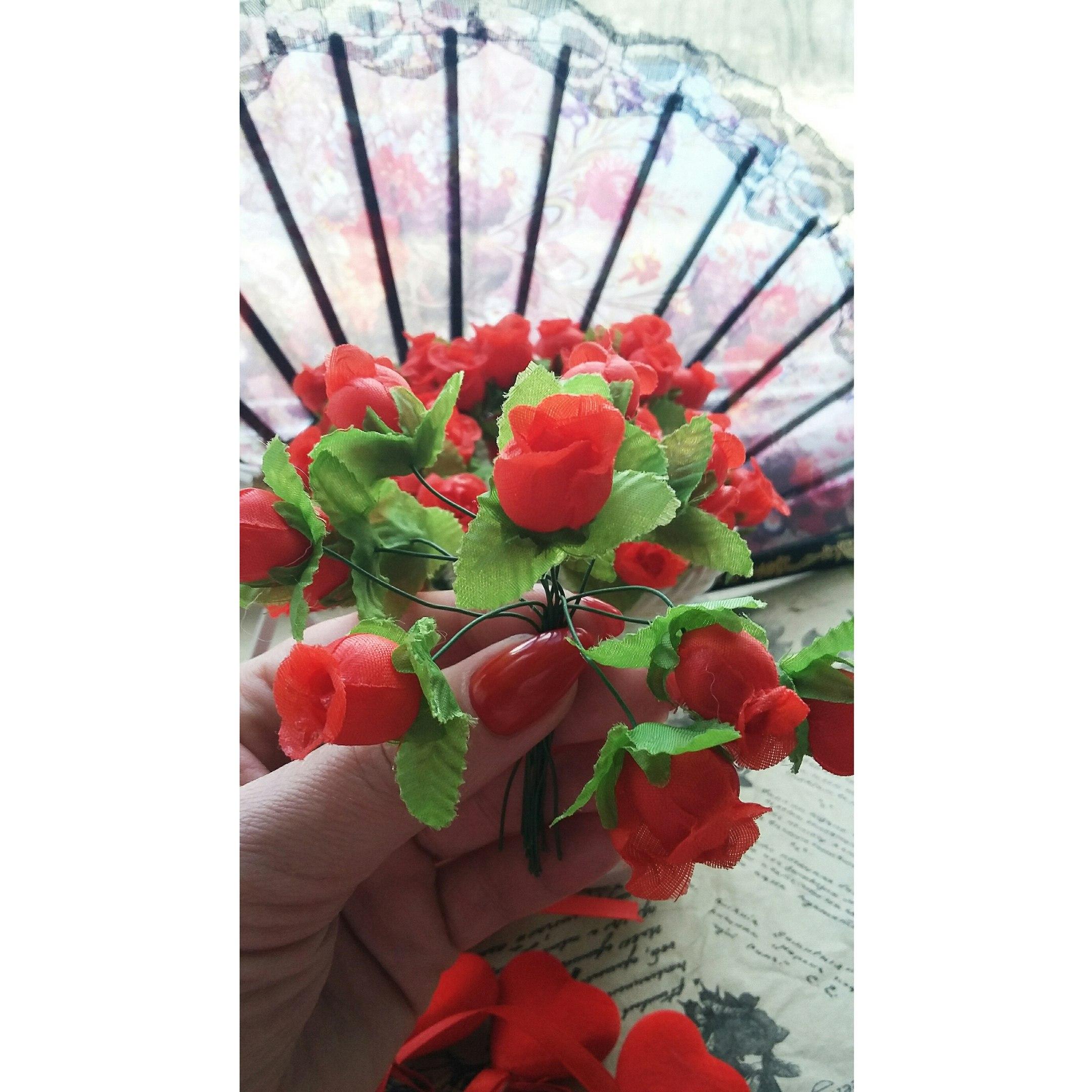 Букетики искусственных роз от магазина Flower sea International Trade