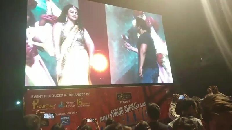 Best moments from DaBanggTourPune - Bhai removing his jacket, dancing on TereNaina - @SabinaLamba - @ppritam009 httpst.cokZuL9mj
