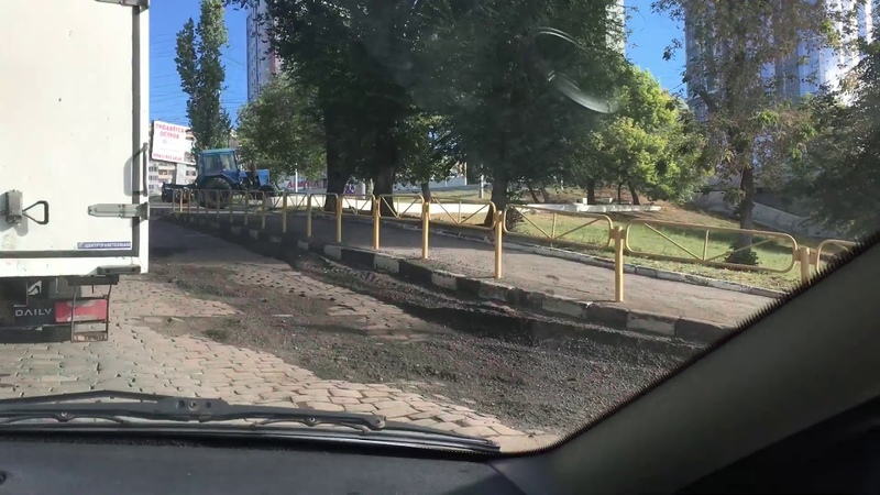 Последствия ливня в Саратове: перед мостом через Волгу чуть не смыло историческую брусчастку