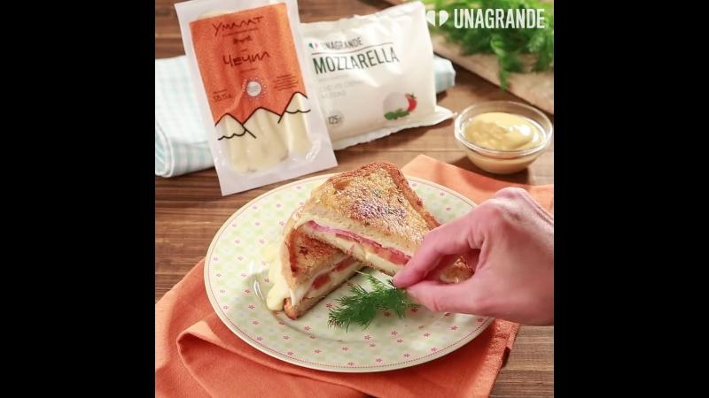 Сэндвич с моцареллой чечилом и салями