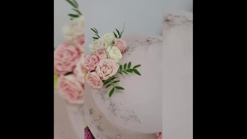 Свадебныйторт 🎂 украшен цветочками 🌸🌸🌸 от Студии флористики Весна 😍😍😍