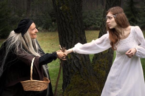Проклятие Ведьмы В деревне все знали, что бабка Савельишна – ведьма. Люди переговаривались о том, что у нее недобрый язык – стоило бабке пожелать кому-нибудь беды, так она обязательно