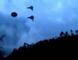 Два Военных самолет сопровождают НЛО