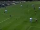 Голая фанатка, забивает гол.